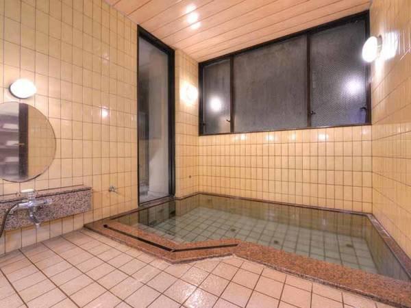 *女湯/24時間ご利用いただけるお風呂。温かい湯船に浸かり寛ぎのひと時をお過ごし下さい。