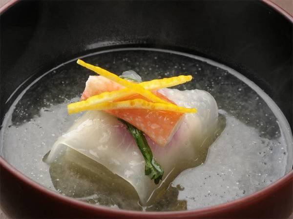 【夕食:真蒸椀】ほのかに香る柚子が食欲をそそります。