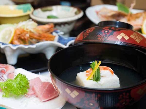 *お夕食一例/日本海と能登半島の山海の一番美味しい旬の幸が食膳を彩る。