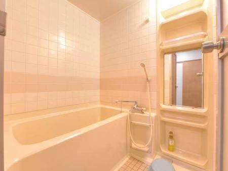 *和室10畳(客室一例)/広々とした浴室スペース。