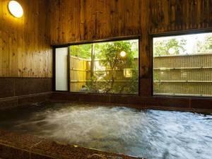 *吉祥の湯・露天風呂。広々とした岩風呂で天然ラドンたっぷりの良湯をお愉しみ下さい。