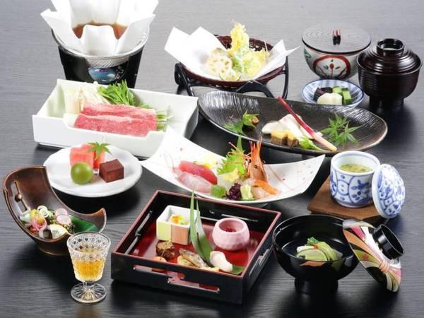四季折々の美味を五感で感じていただける季節の彩りを盛り込んだ会席料理。(一例)