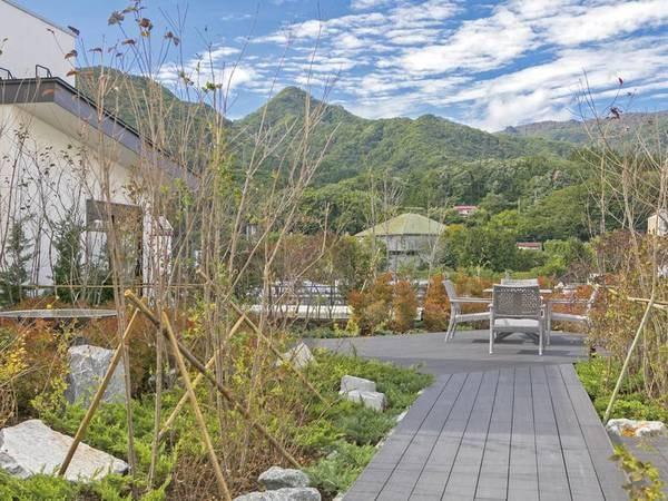 【水のテラス】屋上庭園。水の音に癒される空間