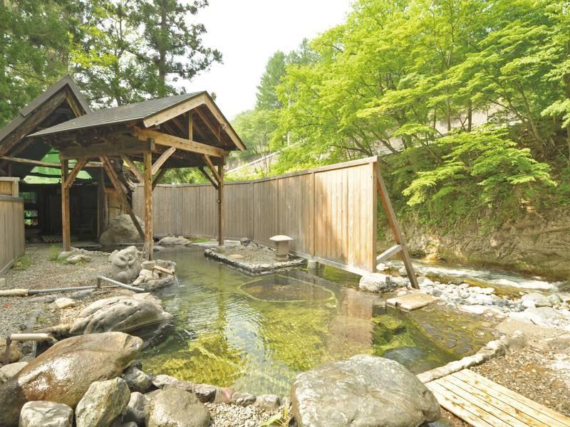 【貸切露天風呂/川龍】渓流を間近に感じられる