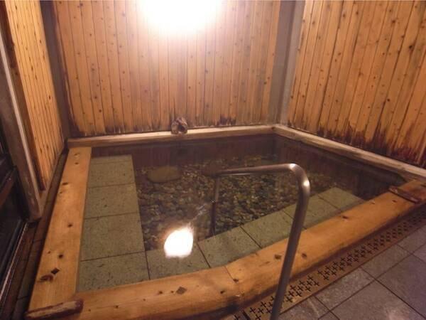 【川古温泉 浜屋旅館】国民保養温泉地にも指定された健康つくりの宿。長時間浴が有名で、多くの湯治客に愛された名湯をどうぞ