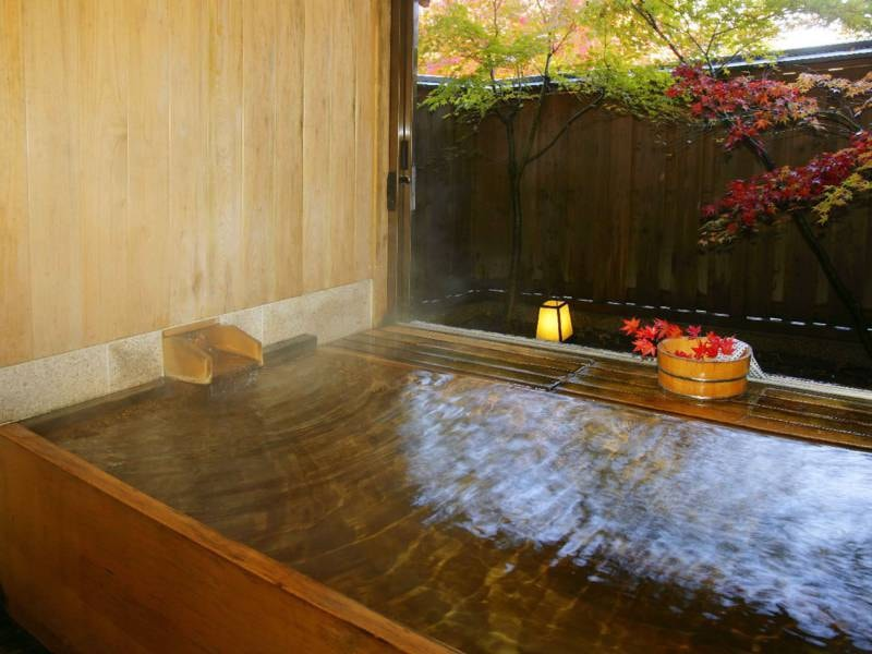 【貸切半露天風呂 二人静/昼】風情溢れる空間でゆったり