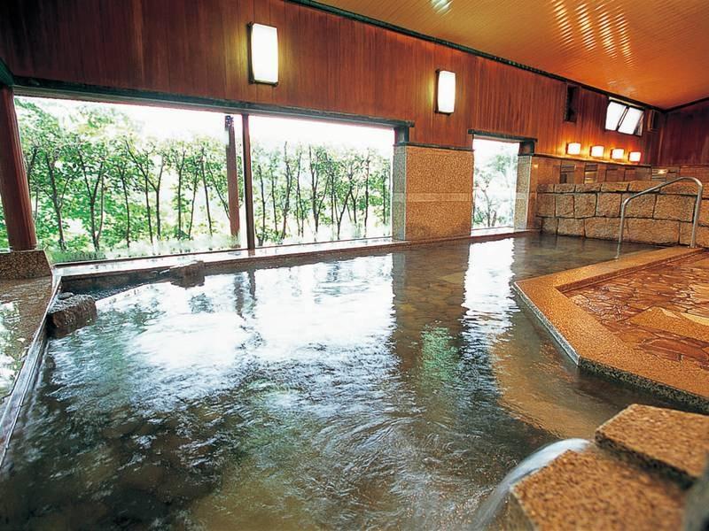 【大浴場】打たせ湯も楽しめる大浴場
