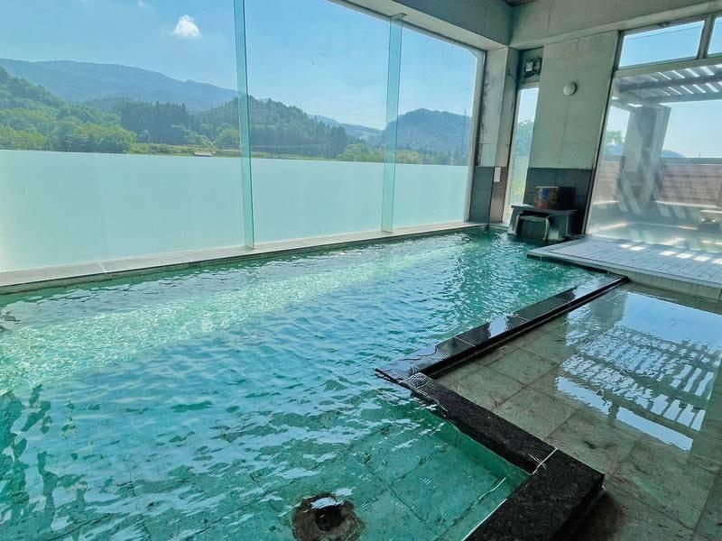 【大浴場/3階】開放的な大浴場