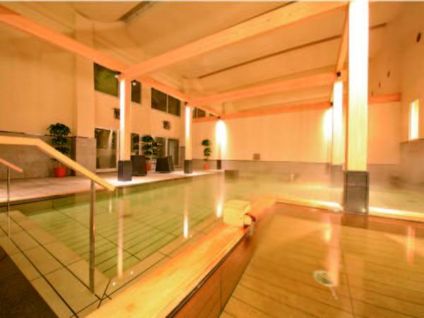 【大浴場/1階】広々とした造りの大浴場