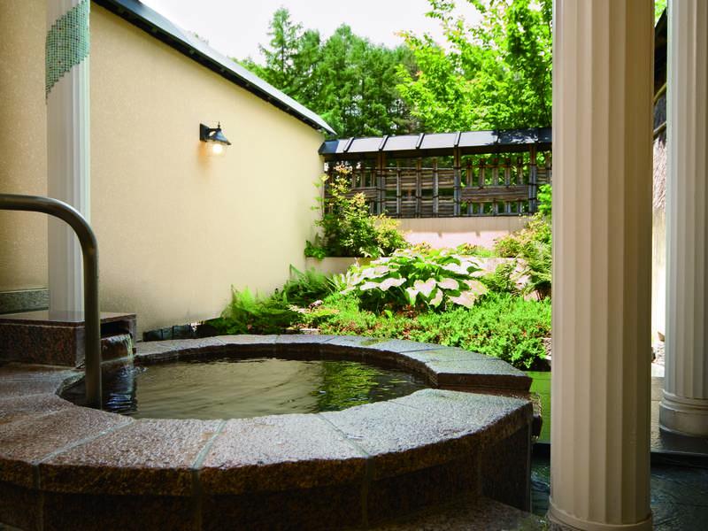 【貸切露天風呂/楽天の湯】趣の異なる11種の露天風呂のなかで唯一洋風造りの露天風呂
