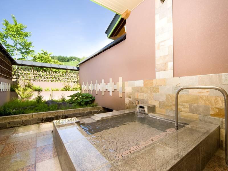 【貸切露天風呂/葉留日野の湯】御影石から造られた露天風呂
