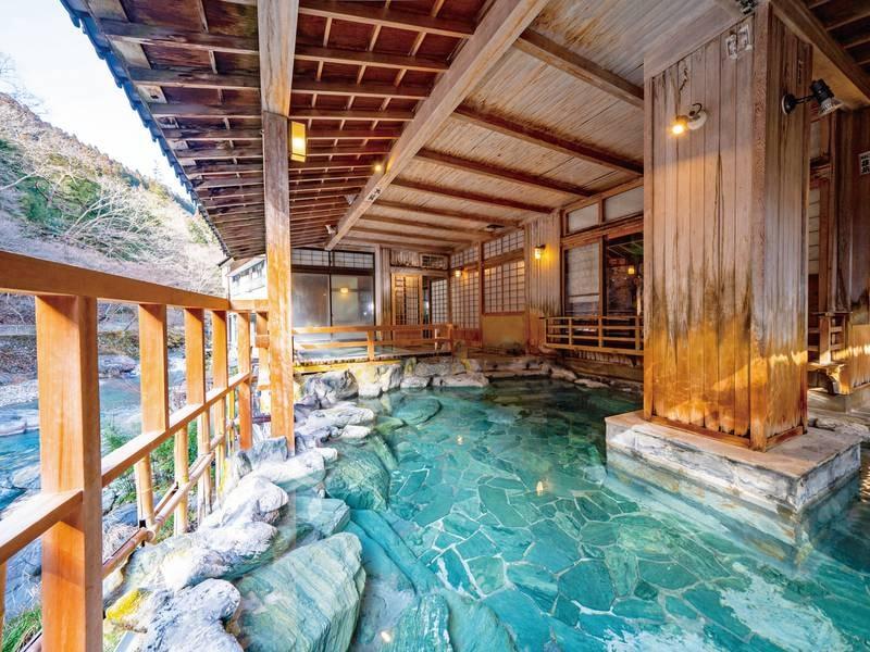 【四万川の湯】障子に床の間がある、趣のある佇まいの露天風呂