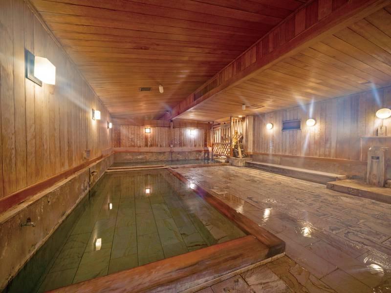 【薬師の湯】湯治場の趣を残した大浴場