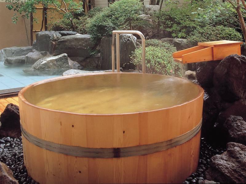 【露天風呂/岩舟の湯】檜香る樽風呂