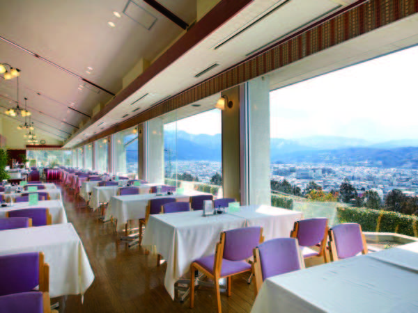 レストラン秩父路/例 秩父市街の街並みと奥秩父連山が一望できます。