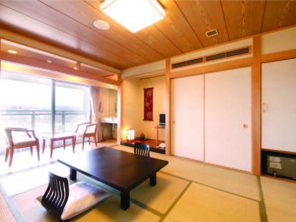 【本館・和室/例】秩父の景色を一望する、広さ10畳のお部屋