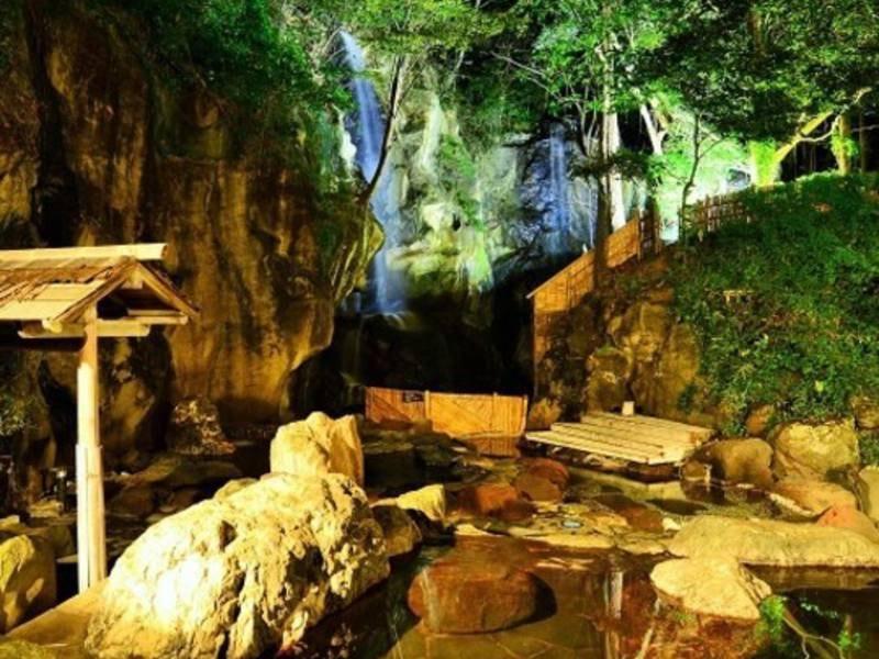 【四季(とき)の湯】幻想的な混浴露天風呂で旅の疲れが癒される