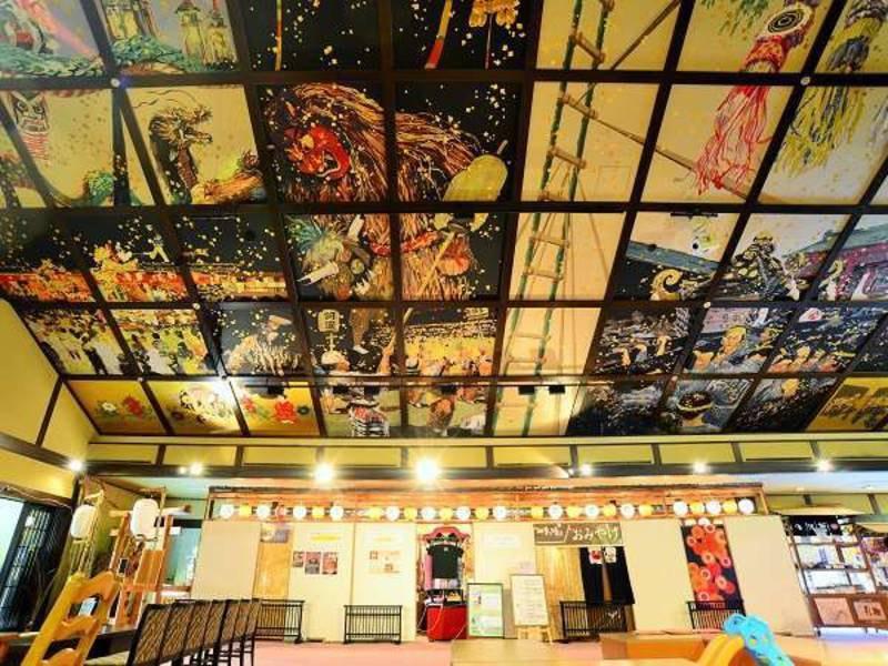 【四季(とき)の湯】温泉お祭り広場の天井画には日本のお祭りが描かれています