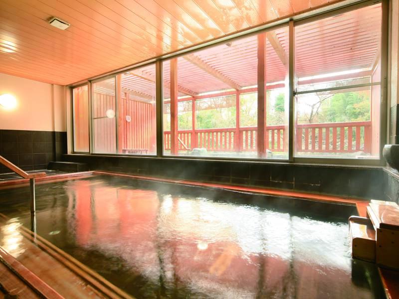 【「檜扇」大浴場】香り高い檜造りのお風呂
