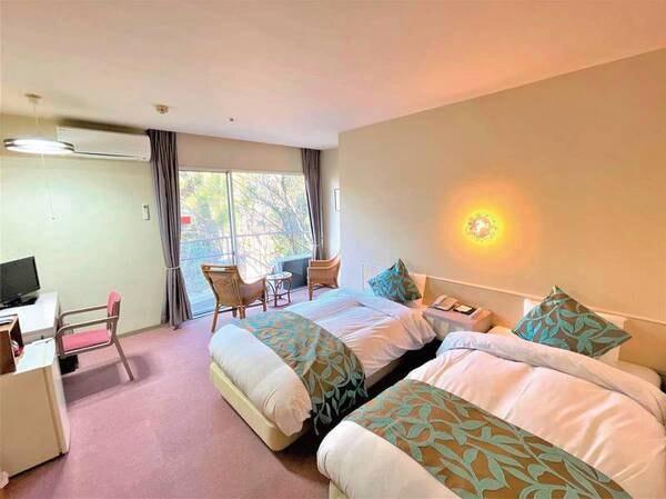 【洋室ツイン/例】全客室より横瀬川を望む!寝起きが楽なベッド仕様