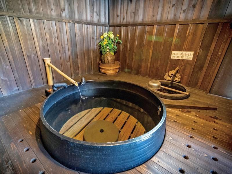 薪で沸かす本物の五右衛門風呂をぜひ体験してください!