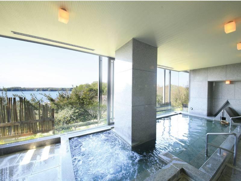 【大浴場/2階】展望大浴場で景色を眺めながら、ゆっくりと
