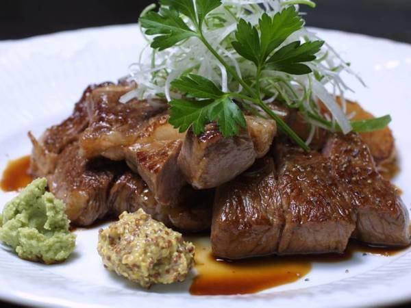 黒毛和牛の大きなステーキ&季節の特別料理/一例