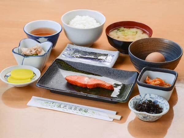 *朝食(一例)/朝は体にも心にも優しい、ほっと落ち着く和定食をご用意致します。