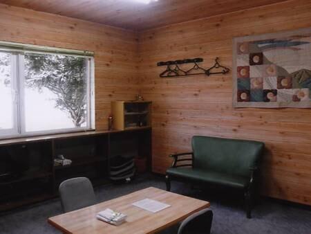 本館全室冷暖房を完備しており、快適にご利用いただけます。
