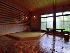 *【大浴場】贅沢な源泉掛け流し。疲れた体によく効くと好評です。