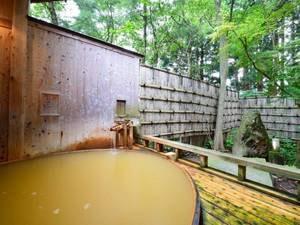 *【露天風呂】大樹の湯/大木を切ったイメージで作られた丸い形の浴槽。