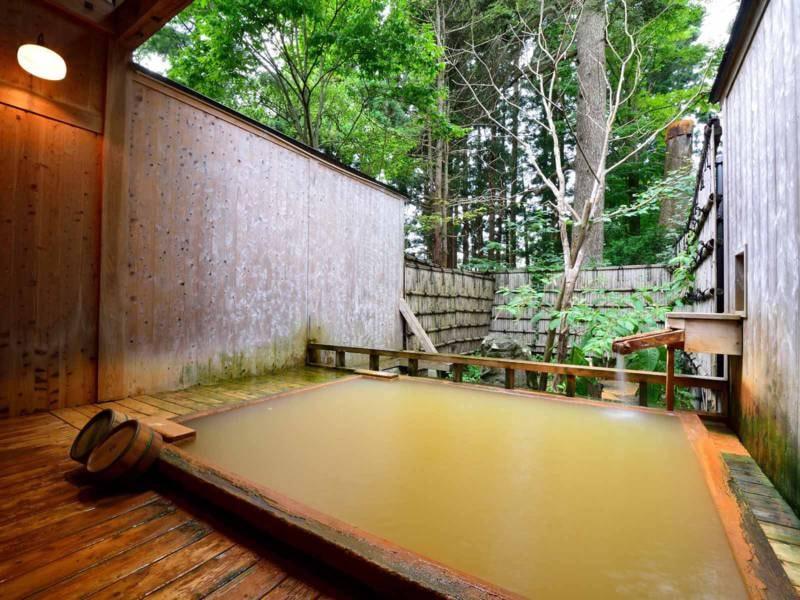 *【露天風呂】こもれびの湯/貸切ならではの贅沢。誰にも邪魔されない至福の時間をお過ごしください。