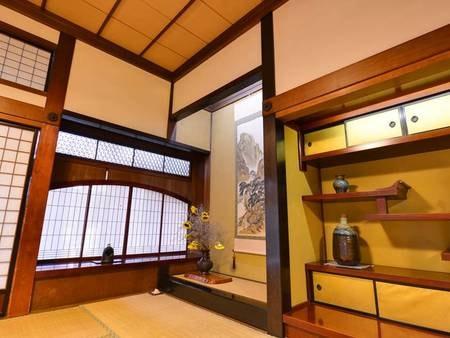 *【館内】奥座敷の床柱には世界三代銘木の一つといわれる『鉄刀木(たがやさん)』が使用されています。