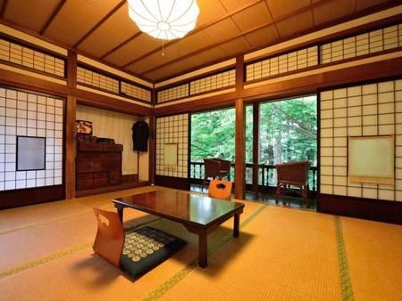 *【10畳/客室一例】気品ある造りの和室で、のんびりとお寛ぎください。