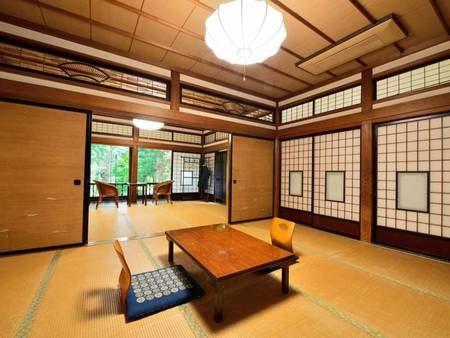 *【10畳+10畳/客室一例】広々とした空間と開放的な窓からの眺めが自慢のお部屋