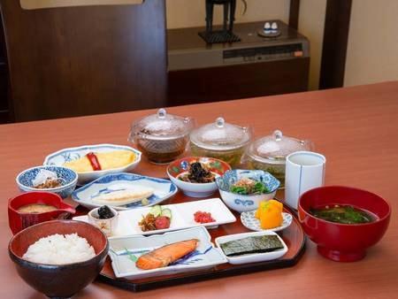 *【朝食例】ボリューム満点の和朝食。お茶も数種類からお選びいただけます。