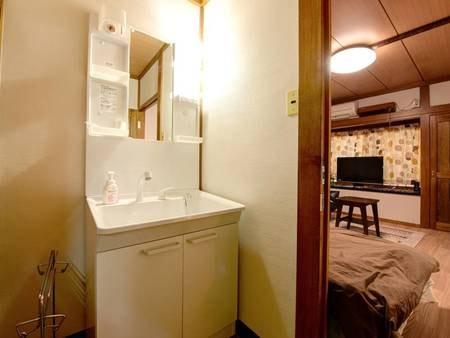 *【部屋一例】 洗面台つきのお部屋で朝の支度もスムーズに!