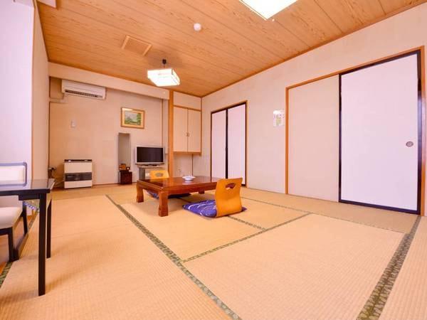 *和室(一般客室)畳の香りがほのかに薫るお部屋で寛ぎのひと時を。