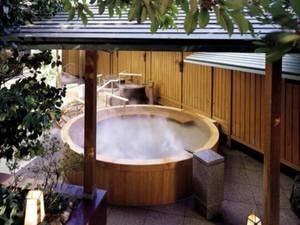 大浴場「滝見の湯屋」露天檜風呂