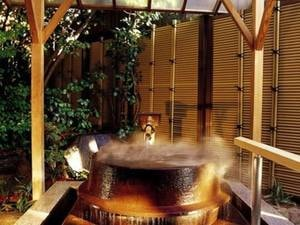 大浴場「滝見の湯屋」露天五右衛門風呂