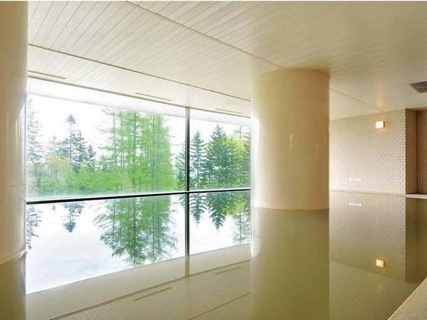 【大浴場】内湯も開放的な空間!