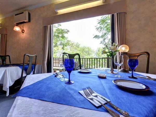 *お食事処/光と風が爽やかに通り抜けるレストランで、旬づくしの洗練フレンチに舌鼓。
