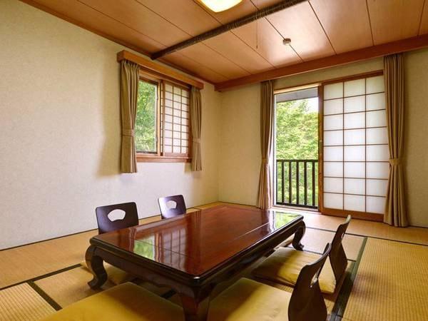 和室13.5畳(客室一例)/和の趣を大切にしたお部屋。足を伸ばしてゆったりとお寛ぎ下さい。