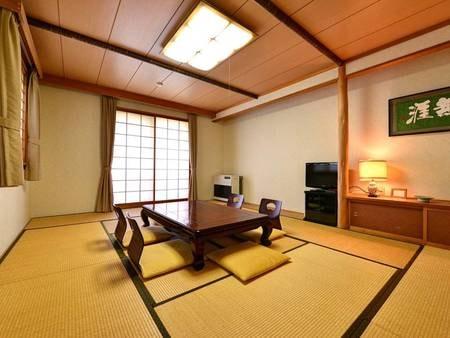 *和室13.5畳(客室一例)/ファミリーやグループでのご宿泊に◎角部屋で窓の多いお部屋です。