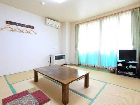 *客室一例/畳の上で足を伸ばしてのんびりお過ごしいただけます。