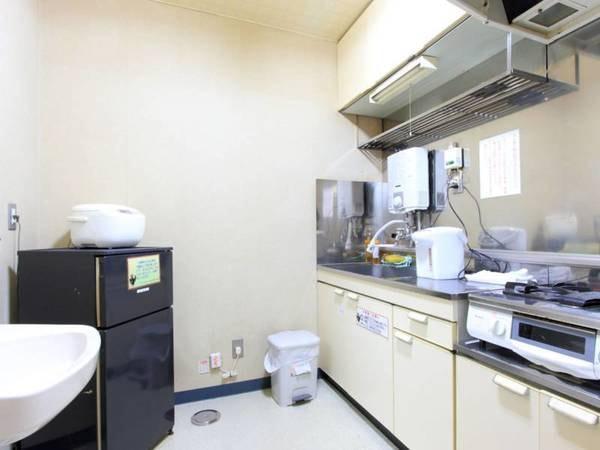 *客室一例/全室ミニキッチン・調理器具・食器類完備!食材を持ち寄ってみんなで料理♪