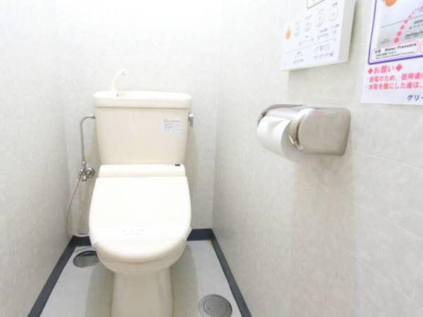 *客室一例/客室についておりますお手洗いです。