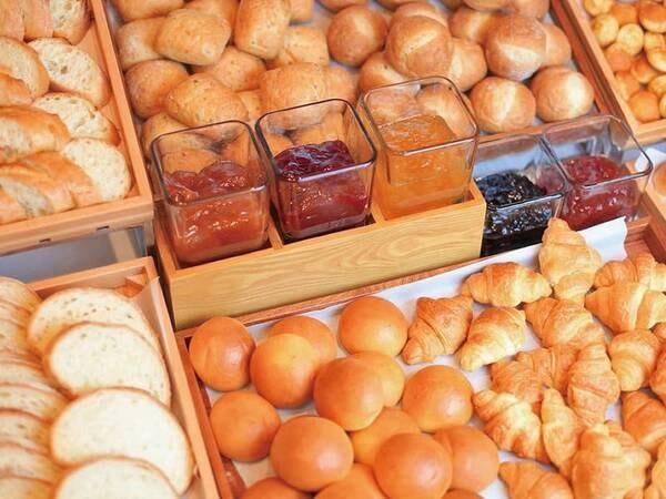 朝食例/焼き立てパンも!