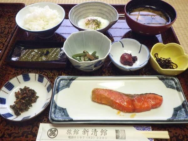 *【朝食例】体に優しい和朝食。栄養バランスのとれたお食事です。