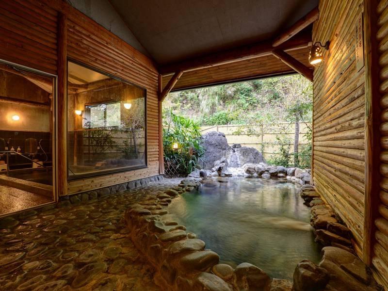 *【温泉棟】つるつる感たっぷりのお湯!露天風呂でゆっくり温まってください。